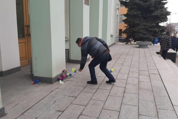 Депутаты-оппозиционеры устроили «похороны» по смешанной системе выборов в липецкий горсовет