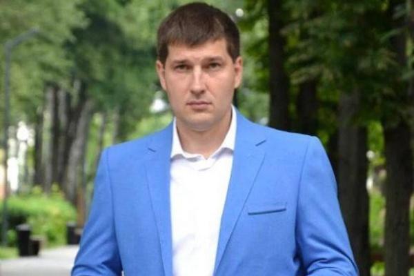 Кандидат в депутаты Дмитрий Красичков смог убежать из суда и отдать подписи перед самым закрытием ТИК