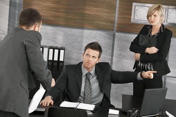 Управляющий липецкого «Кратоса» намерен отстранить от работы директора компании за совершенную без его согласия сделку