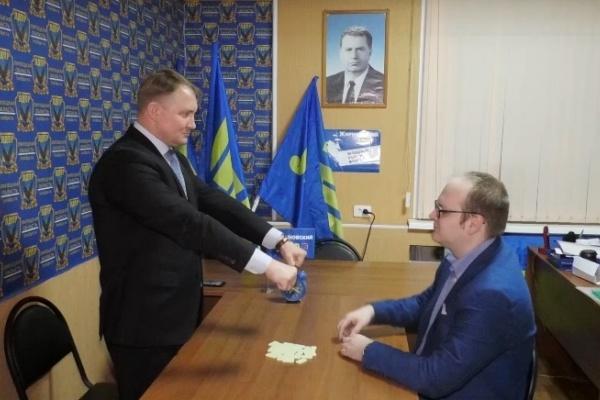 Подражание ЛДПР врио губернатора Игорю Артамонову вызвало недоумение липецкой общественности