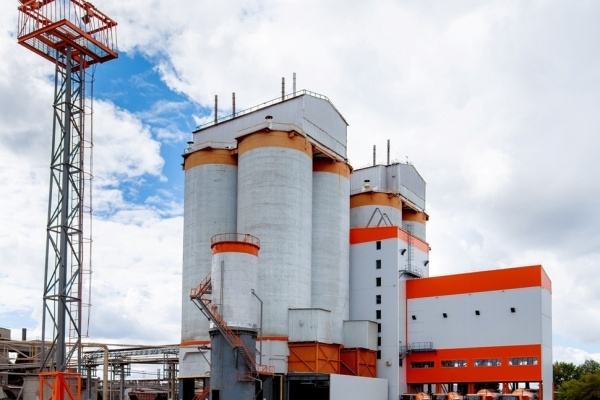 Предприниматель решил обанкротить крупнейшего производителя цемента в Липецкой области