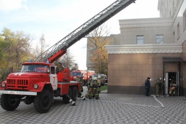 Брандмейстеры устанавливают причину пожара в липецком ТЦ «Янтарь»