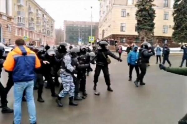 Применивший газовый баллончик против липецких полицейских на митинге пытается избежать колонии