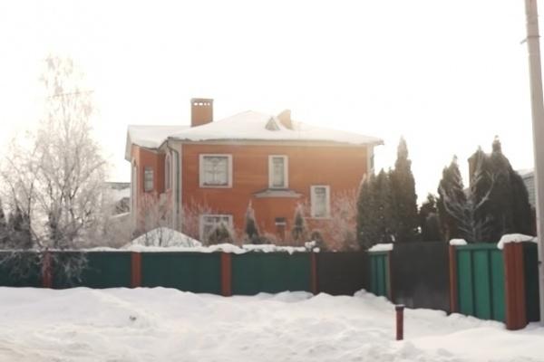 Особняк жены бывшего липецкого губернатора Олега Королёва могли охранять за бюджетные деньги
