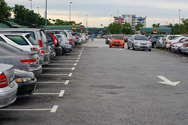 Мэрия Липецка готова брать с автовладельцев за еще не созданные парковки до 50 рублей в час