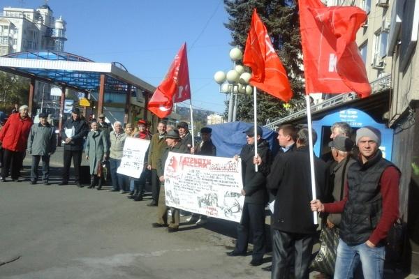 Липецкие коммунисты требуют суда над организаторами расстрела Дома Правительства в 1993 году