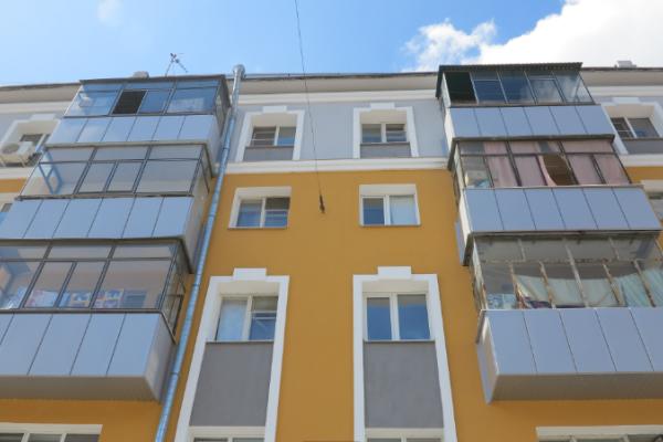 Обновленный фасад дома на Центральной улице Липецка гармонично вписался в архитектуру города