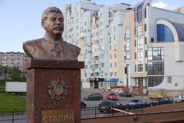 Липецкая мэрия потребовала от коммунистов убрать памятник Сталину