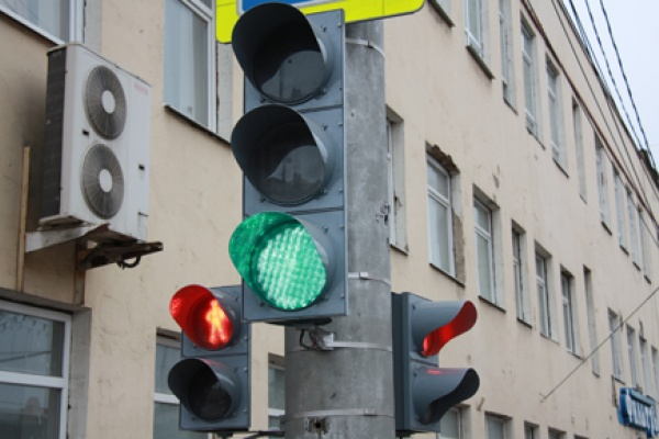 В Липецке устанавливают светофоры со светодиодными излучателями