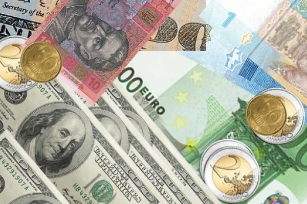 Евро и доллар уверенно идут вверх
