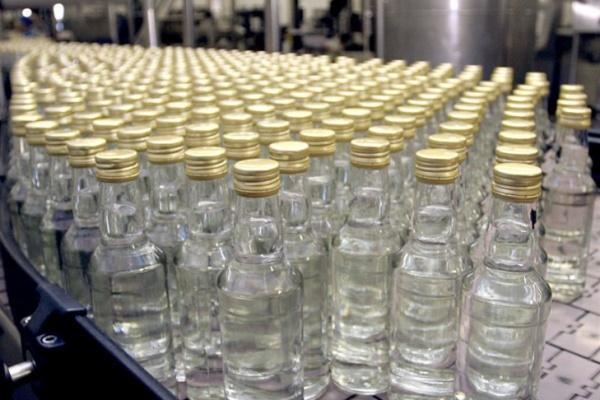 Тысячу бутылок суррогатного алкоголя похитили вЛипецке изотдела милиции