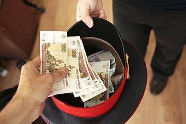 Бывший липецкий полицейский вымогал 300 тыс. долларов у дочери экс-главы УВД ЗАО Москвы