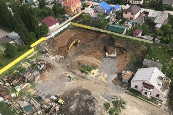 Точку в конфликте «Строймастера» и жильцов по переулку Яблочкина в Липецке поставят летом