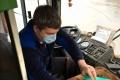 Водителей и пассажиров липецких автобусов обязали заходить в транспорт в масках
