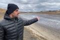 Неизвестные с «блатными» номерами осушают пруд в Липецкой области и незаконно вылавливают рыбу
