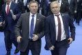 Сенатор от Липецкой области Олег Королёв «устроил забег» в попытке занять место поближе к президенту России
